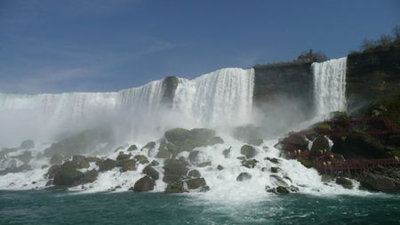 American-falls-from-boat