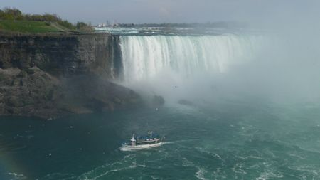 Maid-of-the-mist-and-American-falls