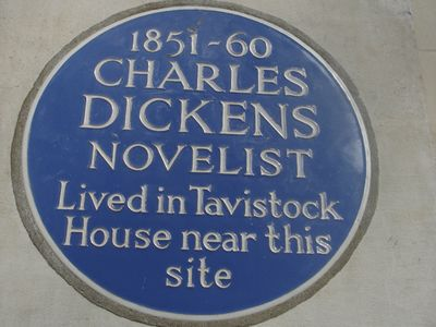 Charles-Dickens-blue-plaque