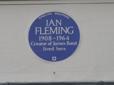Ian-Fleming-blue-plaque